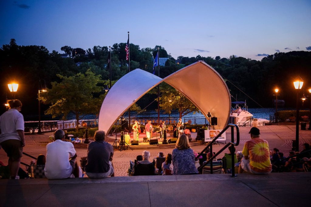 Concert at dusk in Riverlink park